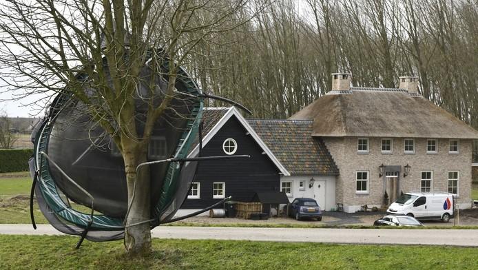 Trampoline kapot gewaait Bron www.gelderlander.nl