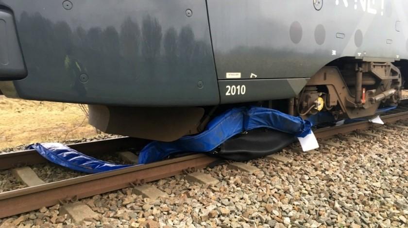 Trampoline onder een trein bron studioalphen.nl